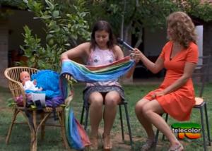 Portare i bambini: fascia o marsupio? [VIDEO]