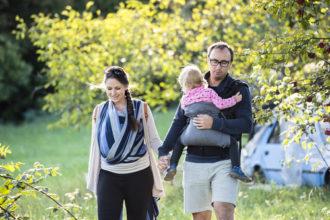 Portare i bimbi in fascia: 5 motivi per scegliere una consulente
